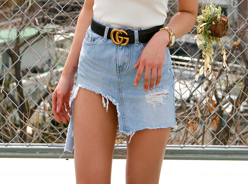 블랙피치 Ripped Denim Mini Skirt